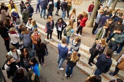 2015_Filmkulturtag_wartende Schüler