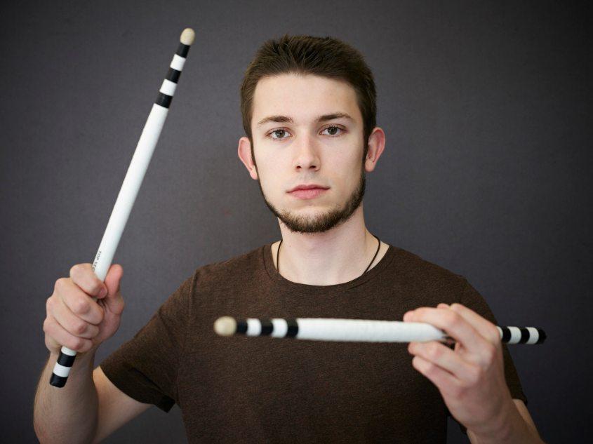 Robin Scherrer trommelt im Top Secret Drum Corps und ist dieses Jahr in Edinburgh aufgetreten.