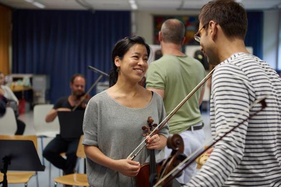 Konzertmeisterin Yuki Kasai ist eine ehemalig Schülerin des Gym-Muttenz
