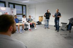 Kommunikation mit Etele Etosa und Peter Dellbrügger.