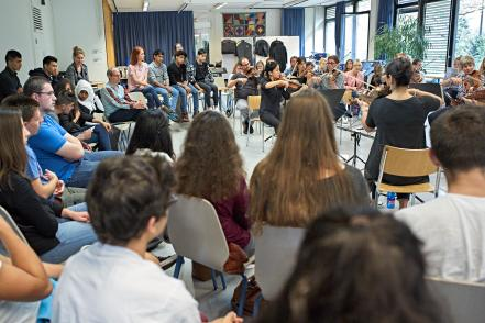 Lernende unseres Gymnasiums und eine IBK-Klasse besuchen die Probe des Kammerorchesters.