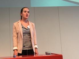 Magdalena Marggraf vom Gymnasium Muttenz stellt ihre Maturaarbeit vor...