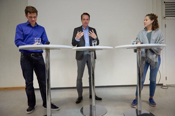 Jari Kern (4Wa) und Isabelle Hausmann (4ILM) interviewen Florian Inhauser.