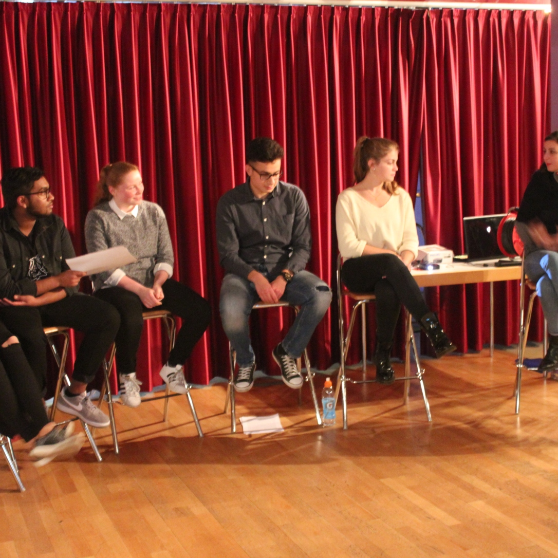 Sadia Raja, Chandru Ramachandran, Anja Fritz, Cem Cetinkaya, Kim Seger und Meral Kureyshi werden von Alina Lavater interviewt.