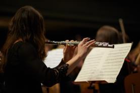 Lisa besucht die erste Musikklasse und unterstützt mit ihrem Talent das Orchester.