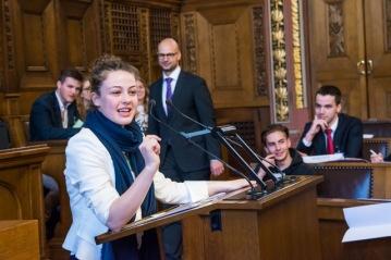 Politik macht Gesetz. Jugendanlass im Rathaus: Die Schüler an GR Saal