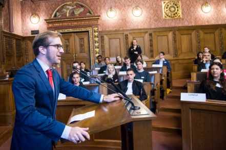 Politik macht Gesetz. Jugendanlass im Rathaus. Cornadin Cramer bei der Begrüssung