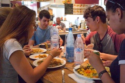 Nach einer Führung durch den nachhaltigen Stadtteil konnten wir die kulinarischen Variationen der Markthalle erleben.