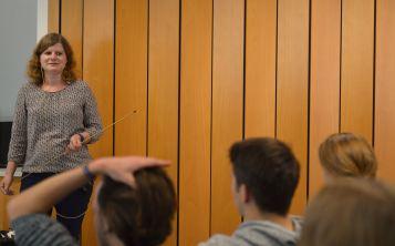 Petra Jauslin beantwortet eine der vielen Fragen der Lernenden und der Lehrpersonen, 2.