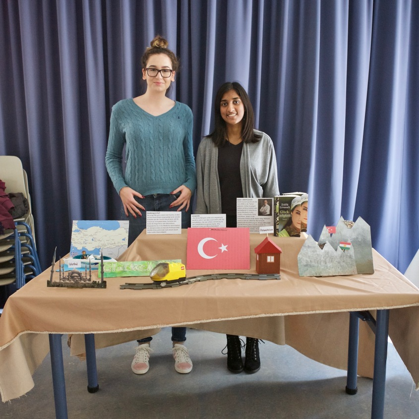 Raffaela und Dhanya mit Zülfü Livaneli: Glückseligkeit
