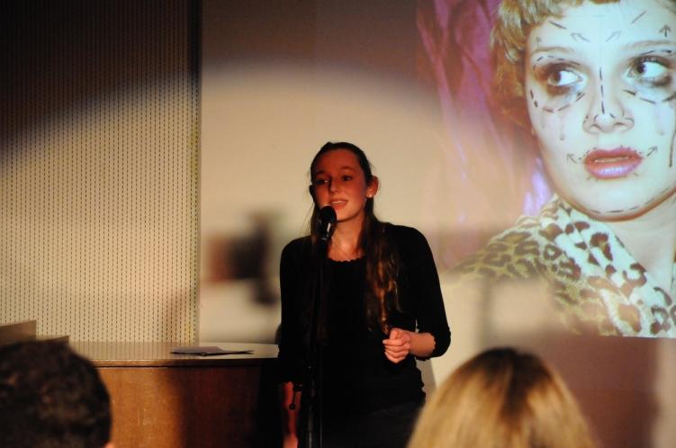 """Das Lied """"Clown"""" von Emelie Sande, gesungen von Fiona Vogel, und das Bild von Hanna Schlachter ergeben eine interessante Verbindung"""
