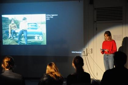 Livia Hausmann analysiert William Egglestons Bild mit zwei Jungen