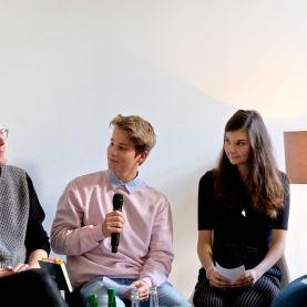 Nik, Melanie und Katharina im Gespräch mit dem Autor